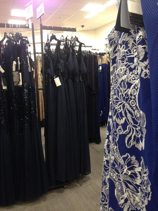 ロイヤルブルーのドレスがHot