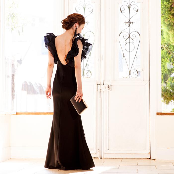 美しいブラックのロングドレス。ステージ衣装に評価も高いドレスです。